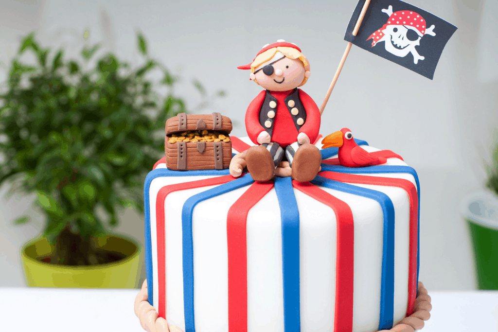 Brilliant 20 Epic Pirate Birthday Cakes That Will Make The Kids Jump For Joy Funny Birthday Cards Online Alyptdamsfinfo